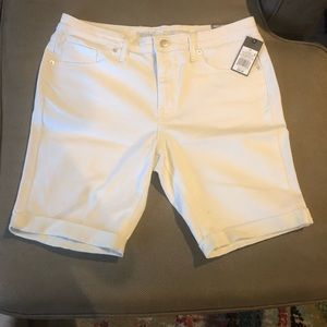 NWT Mossimo white stretch mid-rise Bermuda shorts